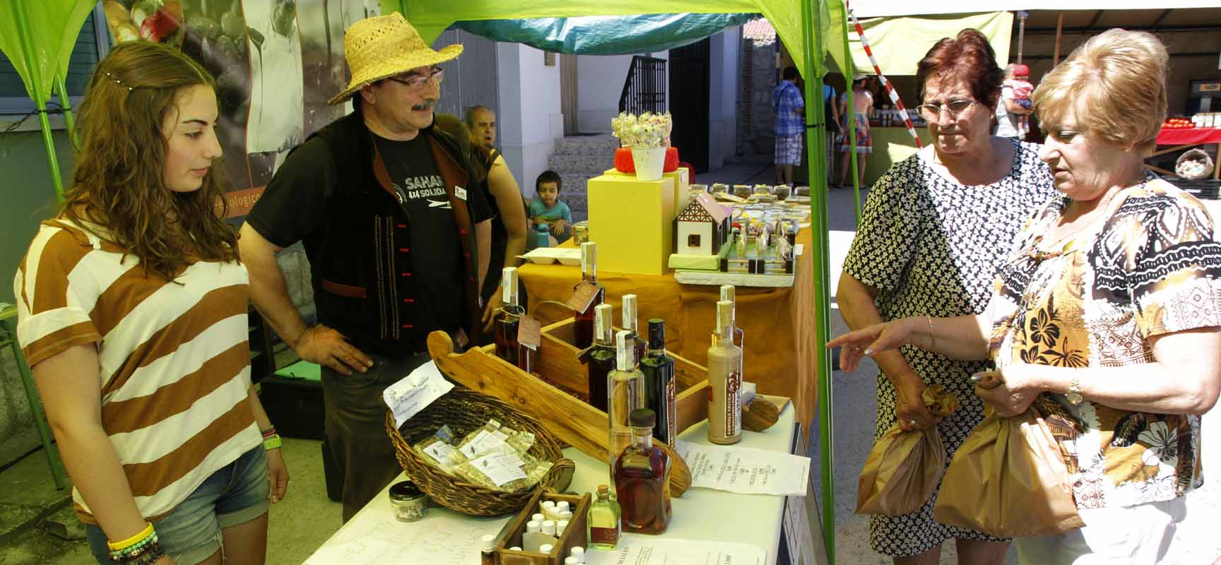 Expositores en la segunda edición de la Feria de Productos Ecológicos.