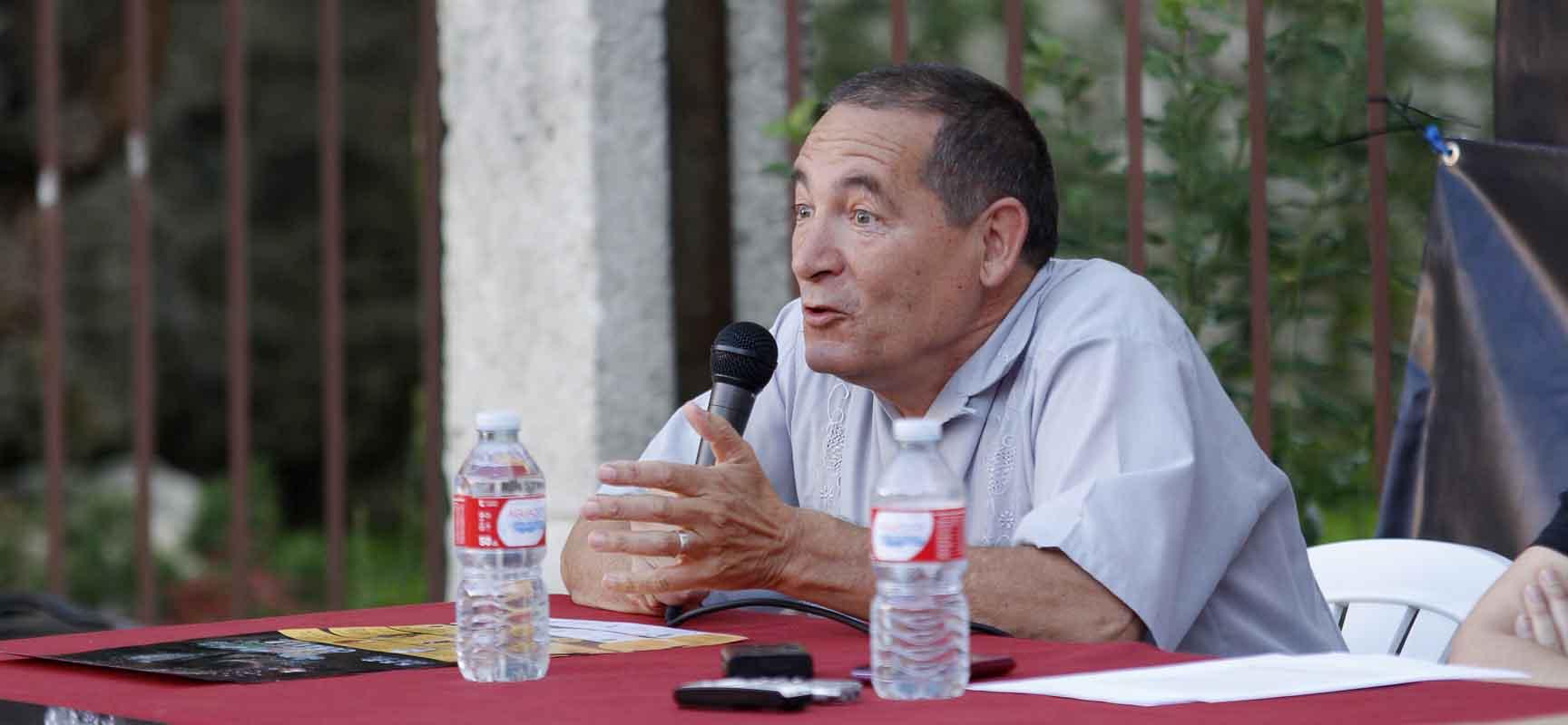 Julio Míchel demostró su entusiasmo por el mundo de los títeres