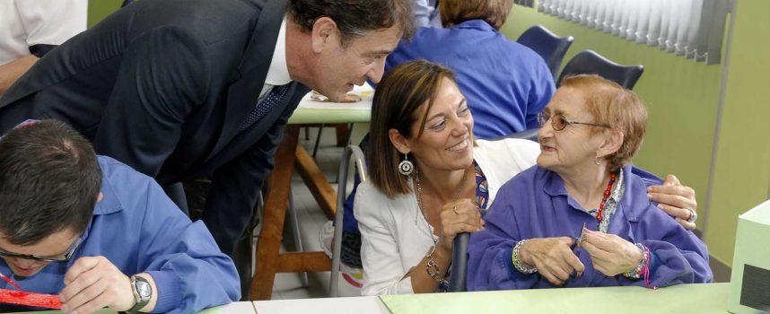 Milagros Marcos reafirma su compromiso con la Fundación Personas en su visita al Centro Mar de Pinares de Cuéllar