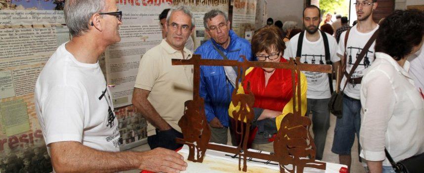 IU interpone un contencioso administrativo contra el decreto de alcaldía que exige modificar la leyenda para instalar la escultura homenaje a los represaliados