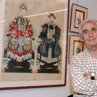 """Noé Quintanilla acerca a sus paisanos algunos de los """"tesoros"""" de su colección particular de arte"""