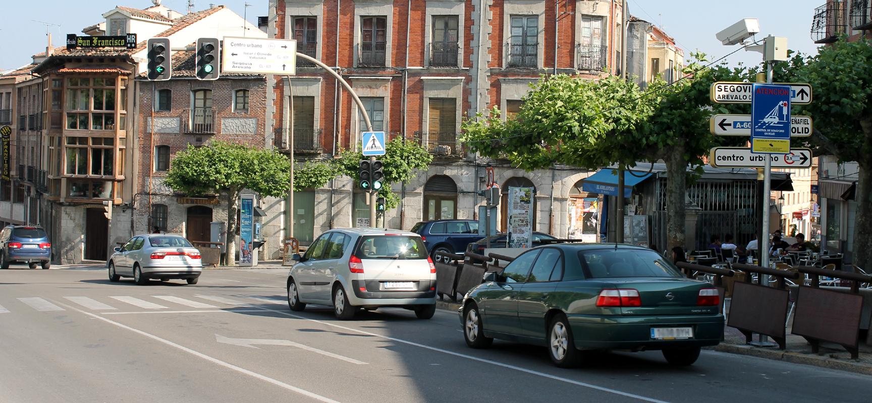 Tráfico licita  la gestión de control de semáforo en rojo.