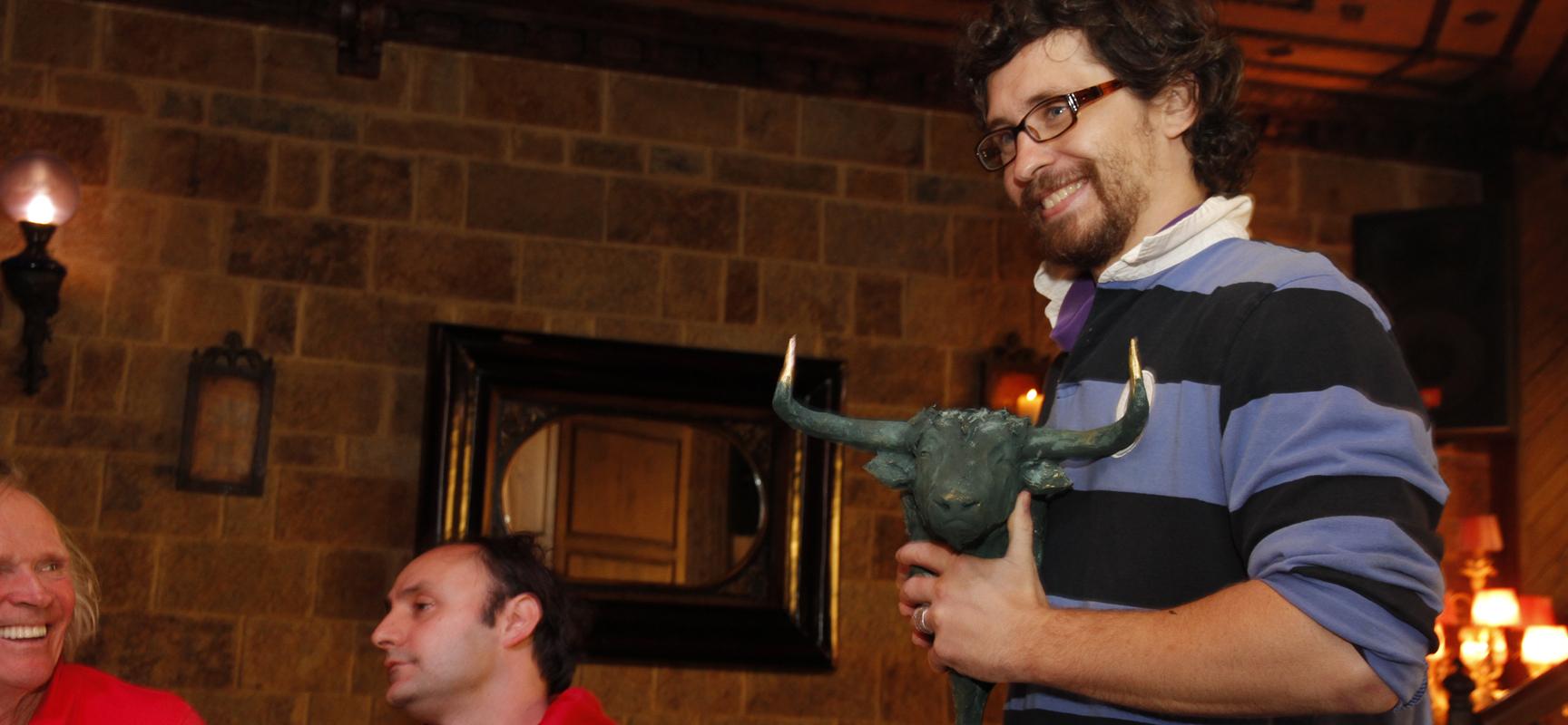 Bill Hillmann en las fiestas de 2013 tras recoger el trofeo a la Difusión del Encierro.