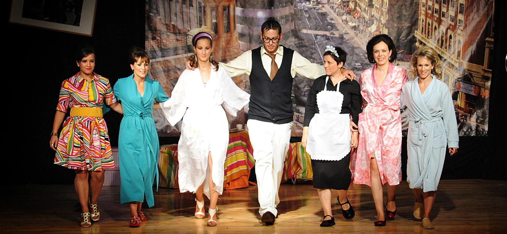 El grupo La Mina tras una de sus representaciones.