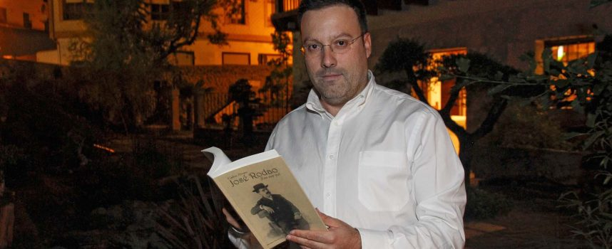Carlos Álvaro acerca la figura del poeta y periodista briquero José Rodao en su nuevo libro