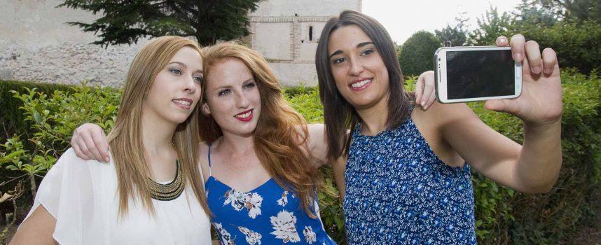 Cristina, Andrea y Celia viven intensamente una ilusión hecha realidad: representar a los cuellaranos en sus fiestas