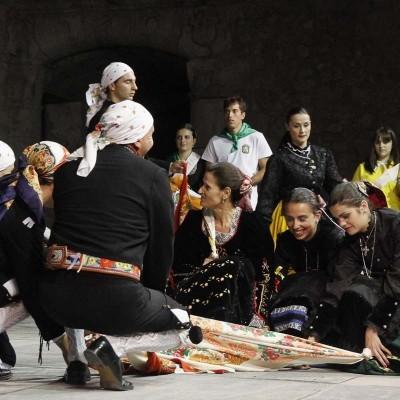 El Grupo de Danzas Villa de Cuéllar inicia la formación de una rondalla