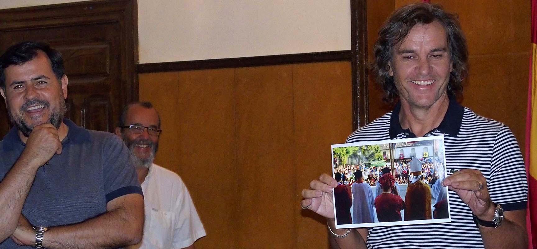 Mario Antón habla de su fotografía junto a Fermín de los Reyes en la entrega del premio