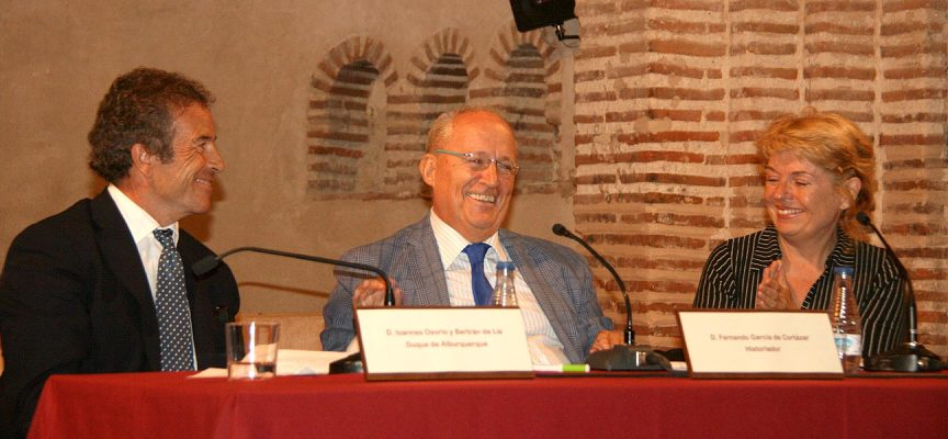Osorio, García de Cortázar y Bateson en un momento del diálogo.
