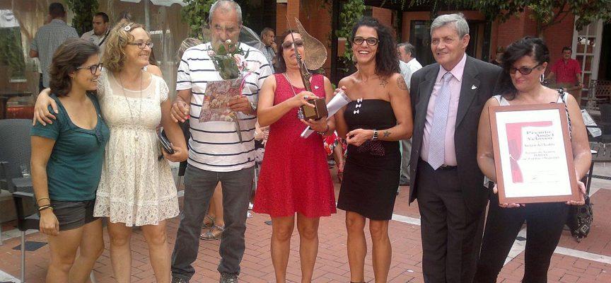 Nuria Aguado (segunda izquierda) junto a otros miembros de Zereia y el presidente de la Asociación, Félix Hernández (segundo drcha.).