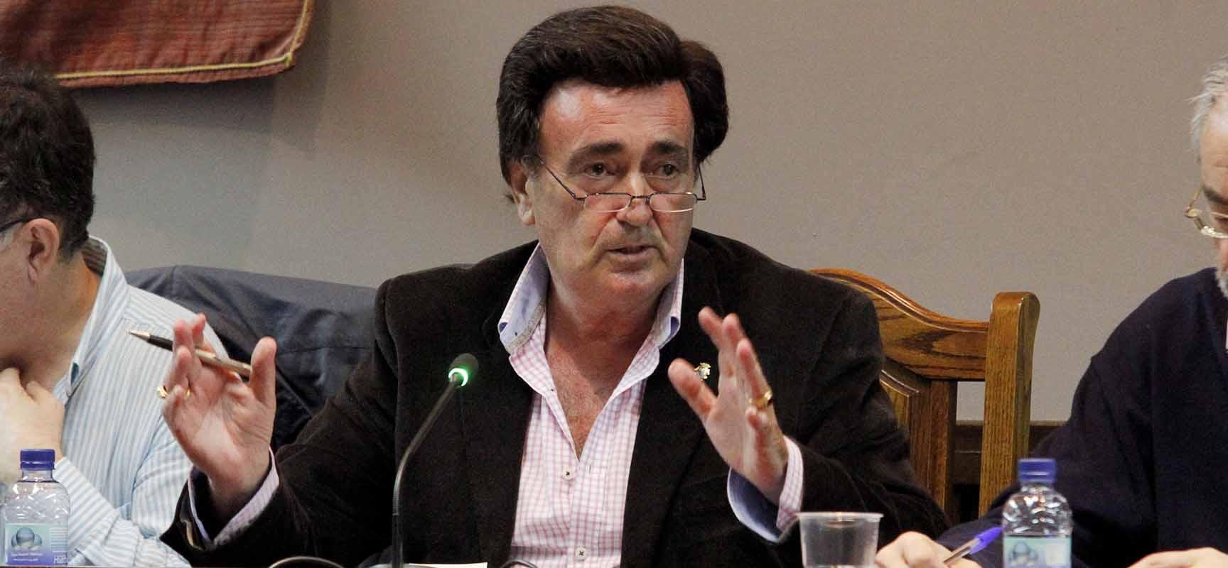 Jesús García, alcalde de Cuéllar, durante un pleno.