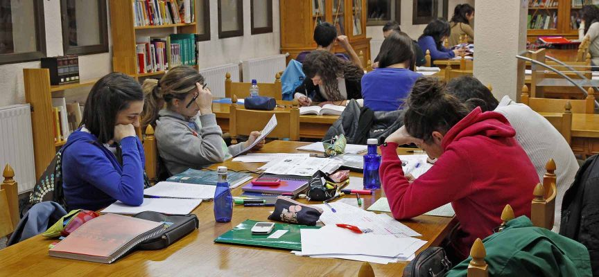 Sala de lectura de la Biblioteca Municipal Cronista Herrera.