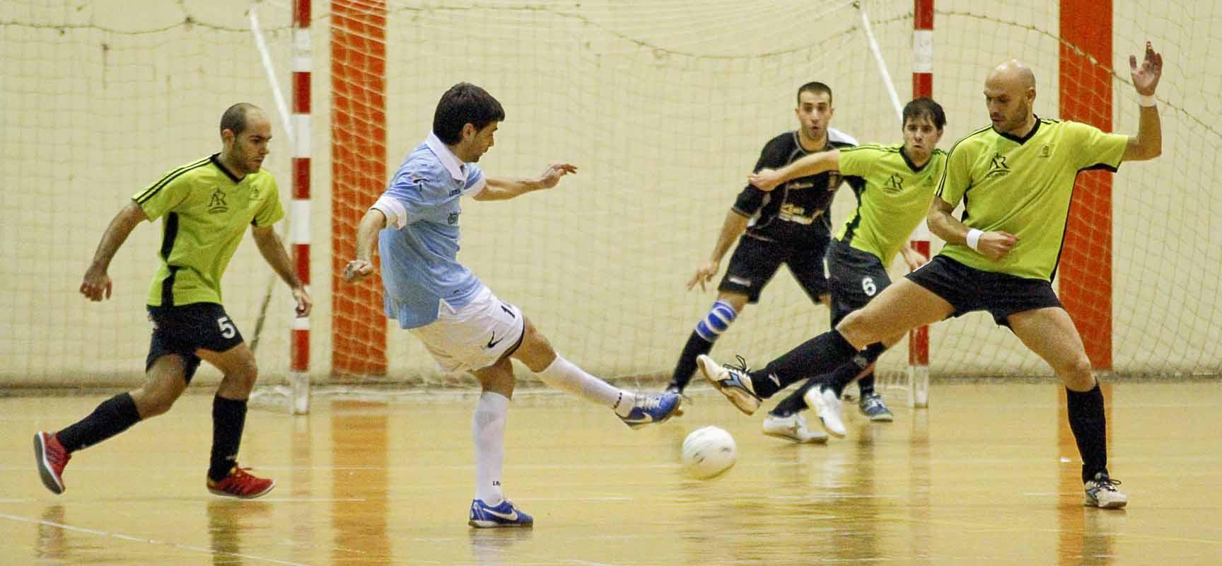 Jugadores del FS Cuéllar-Cojalba en un encuentro disputado la pasada temporada.