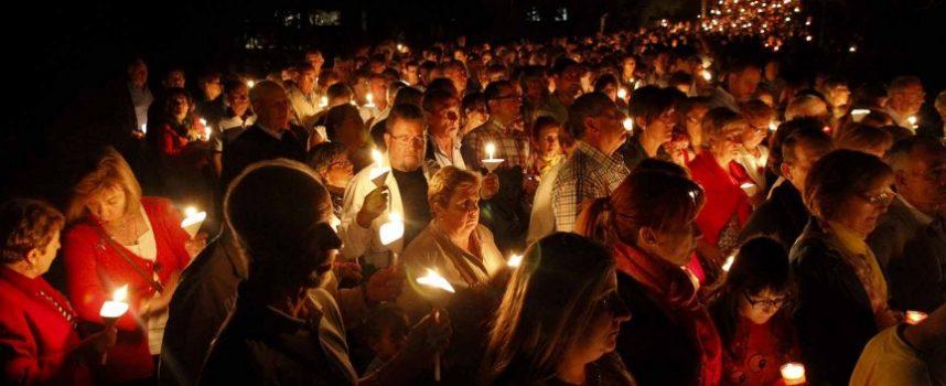 Miles de velas en torno a la pradera precederán a la Romería de El Henar