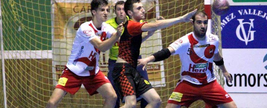 El segundo equipo del Club Balonmano Nava inició la competición de Segunda Nacional con el pie izquierdo