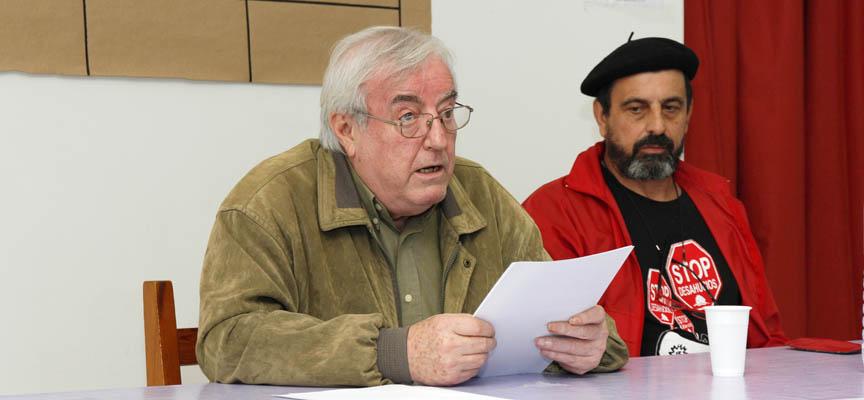 José Luis González Coronado durante su conferencia sobre Albert Camus en el  centro Solidario de Cuéllar.