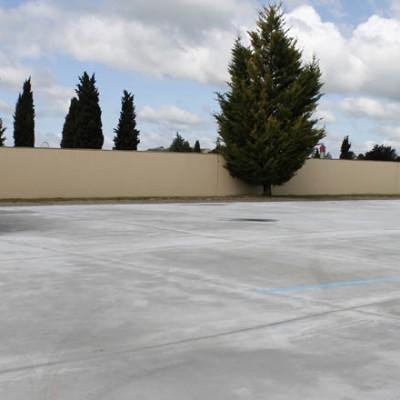 Tráfico instalará cámaras de vigilancia e iluminación en el aparcamiento del cementerio para fomentar su uso