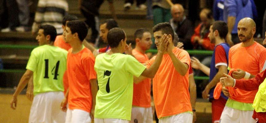 Varios jugadores del FS Cuéllar Cojalba tras finalizar un partido.