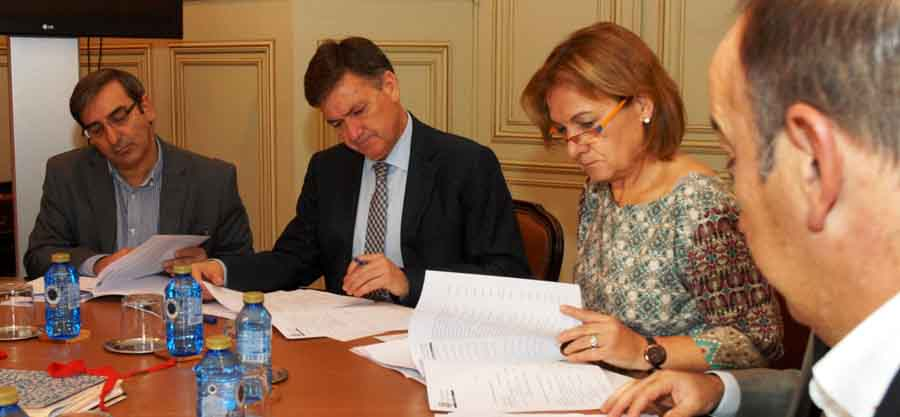 Un momento del desarrollo de la Junta de Gobierno de Diputación.