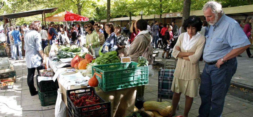 Uno de los puestos de hortalizas y legumbres en la anterior edición del mercado.