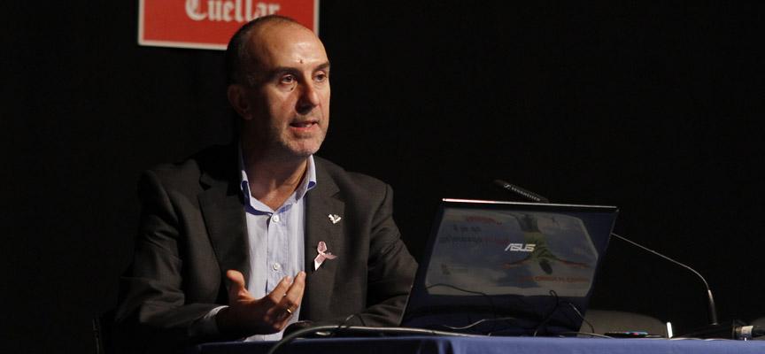 El doctor Emilio Bravo durante su intervención.