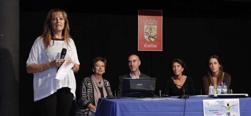 La concejal de Asuntos Sociales, Montserrat Rodrigo, de pie, presentó la jornada.
