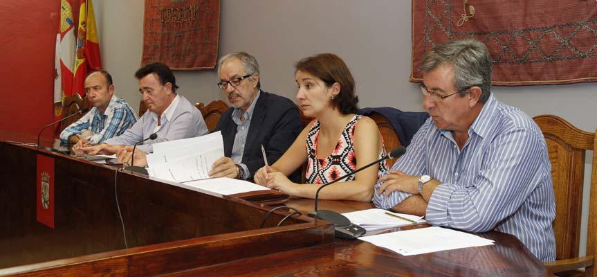 El salón de actos del Ayuntamiento acogió la sesión de la Junta General.