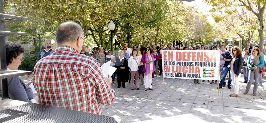 La lectura del manifiesto en defensa de los pueblos pequeños ha tenido lugar en los Paseos de San Francisco.