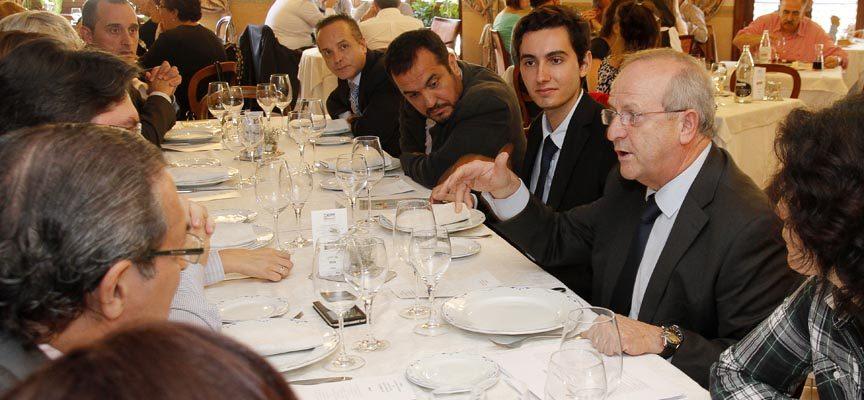 Kilian Wirthwein, segundo por la derecha, junto a José Manuel Casado