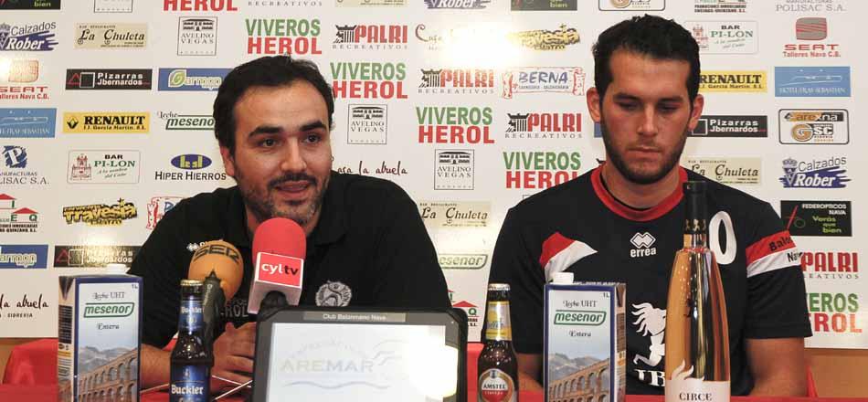 Álvaro Senovilla (izquierda) y Darío Ajo durante la rueda de prensa tras el partido.
