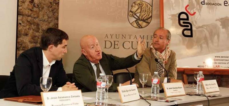 Sánchez Arjona en una conferencia ofrecida en la villa.