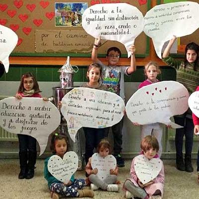 El colegio San Gil se transforma en el País de Oz en defensa de los Derechos del Niño