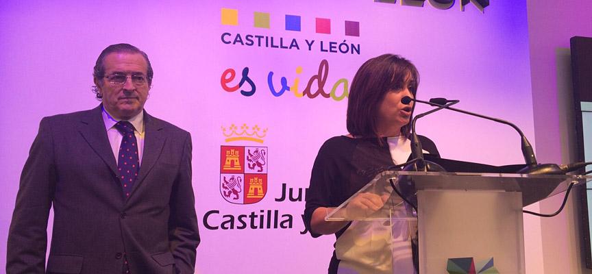 La concejala de Turismo, Nuria Fernández, durante la presentación de la campaña 2015 en Intur.