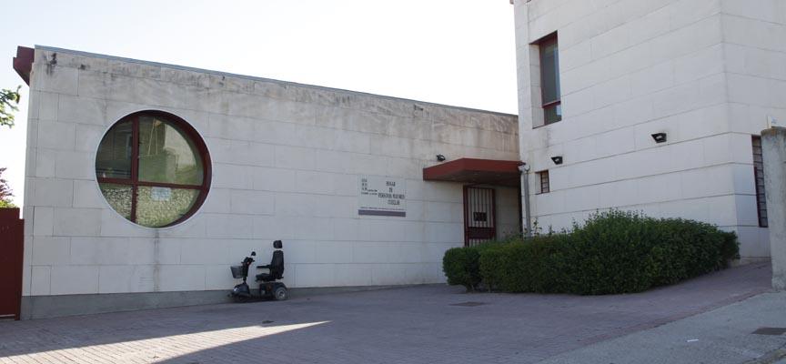 Acceso principal al Centro de Día de Personas Mayores de la villa.
