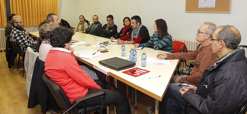 La asamblea ciudadana abierta convocada por Izquierda Unida se celebró en el centro cultural Santa Clara.