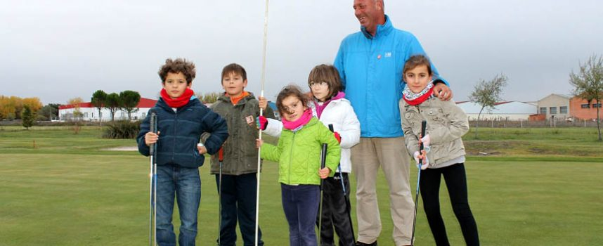 El campo de golf de Cuéllar abre sus puertas a los alumnos de Los Ángeles de San Rafael