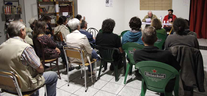 Desarrollo de una conferencia en el Centro Solidario.