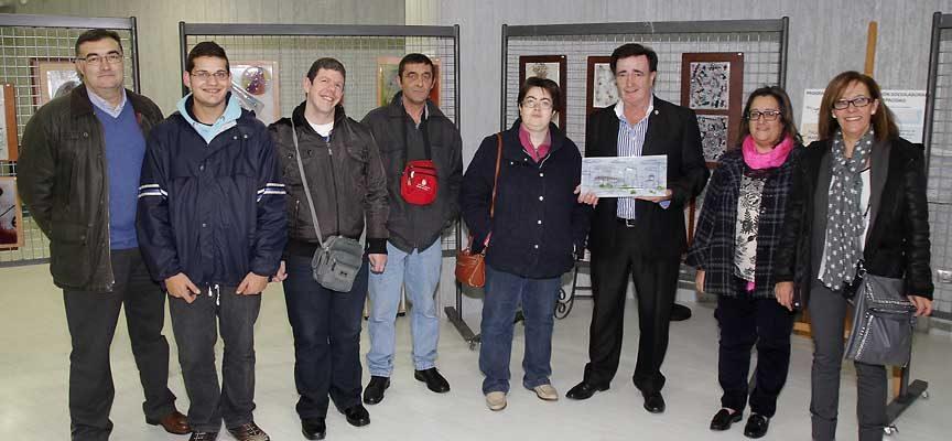 Usuarios de ADISIl junto al alcalde de la villa y los ediles de Cultura y Patrimonio