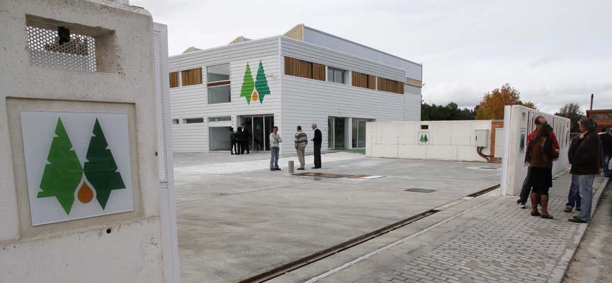 Sede de Resinas Naturales en el Polígono de la Comunidad de Villa y Tierra.