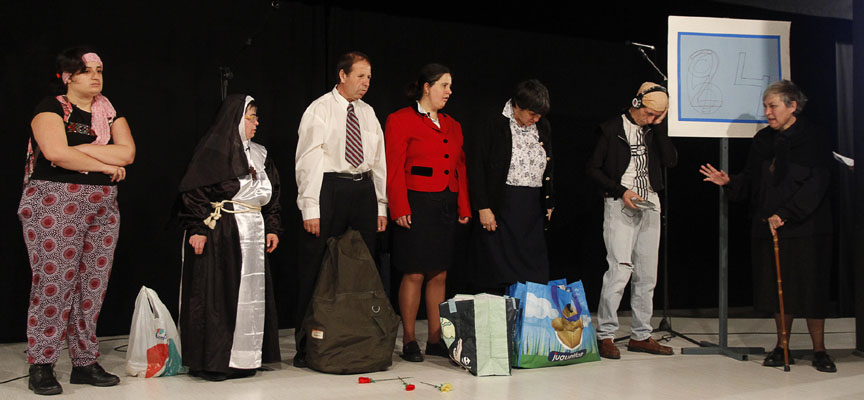 Integrantes de Nuevos Horizontes durante una actuación.