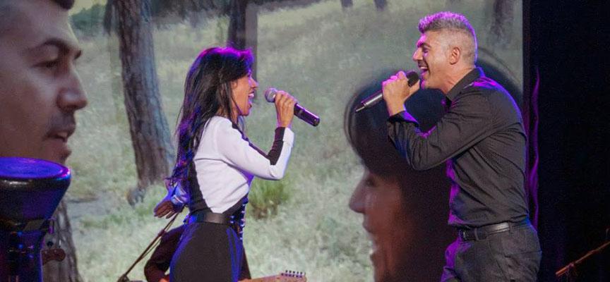 El dúo durante uno de sus conciertos.