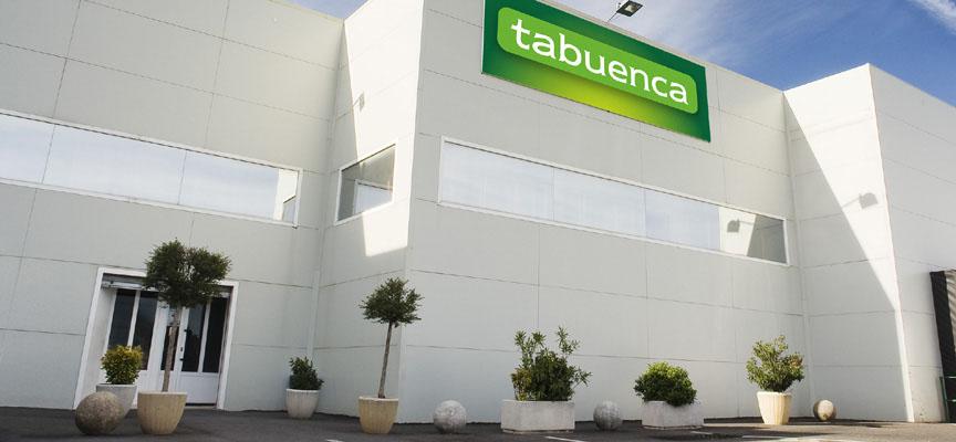 Acceso a la sede de Tabuenca en Cuéllar.