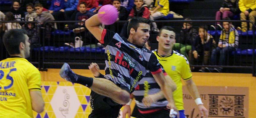 Imagen del partido del Balonmano Nava frente al Bidasoa Irún.