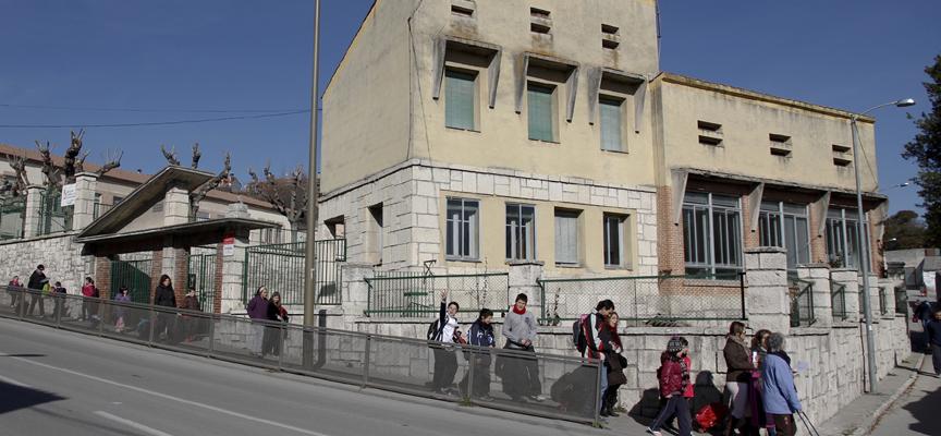 Edificios que serán demolidos para la construcción del gimnasio.