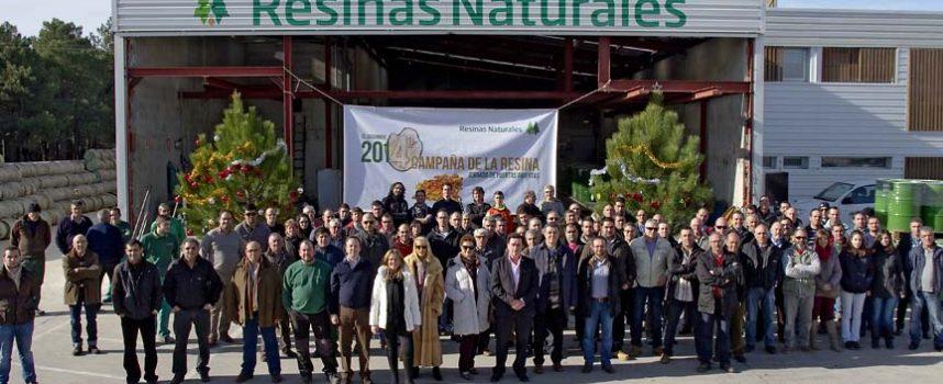 Resinas Naturales cierra el año recibiendo a los resineros en sus instalaciones
