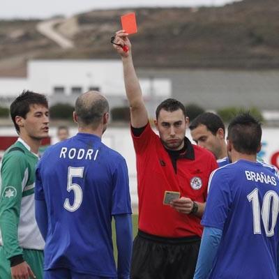 El CD Cuéllar se retira del campo tras ser expulsados cuatro de sus jugadores (0-2)