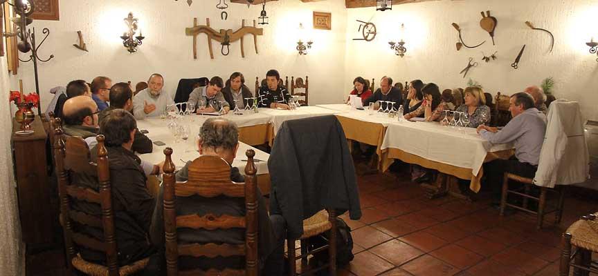 Representantes de distintos colectivos y medios, reunidos en torno a la celebración del octavo centenario del documento de 1215.