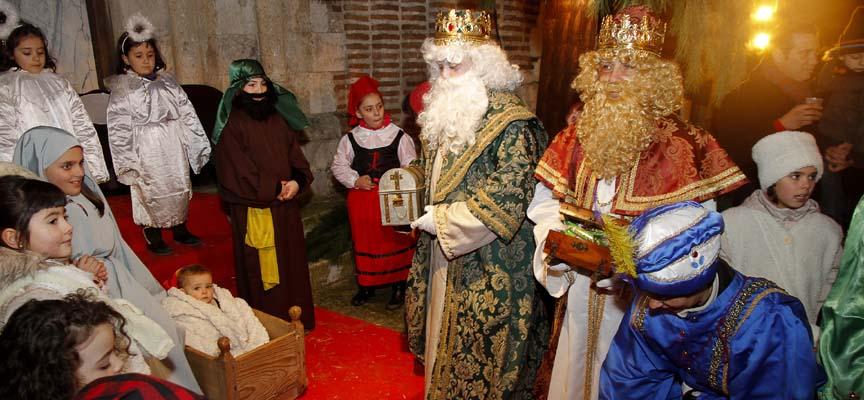 Visita de los Reyes Magos al belén de San Andrés el pasado año.
