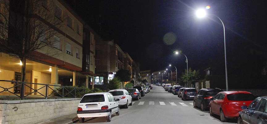Nueva iluminación led ya instalada en la calle Fotógrafo Rafael.
