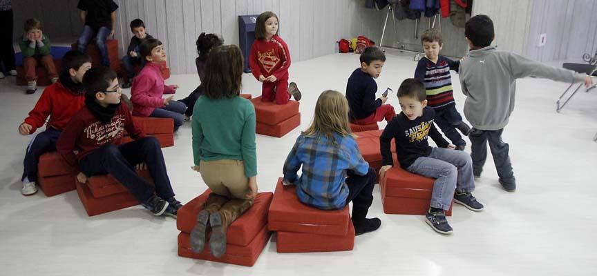"""Niños jugando durante una edición anterior del programa de """"multiactividades""""."""